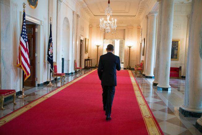 Barack Obama 8 8 13 WH hallway 1.jpg