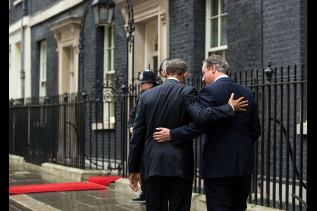 British Prime Minister David Cameron welcomes President Barack Obama to 10 Downing Street in London, April 22, 2016