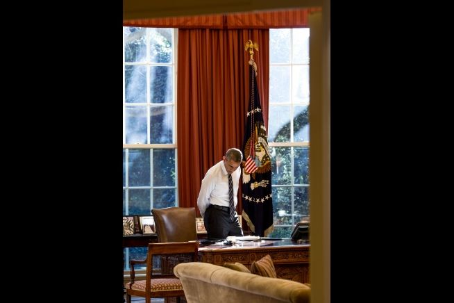 President Obama at Resolute Desk Feb. 5, 2016
