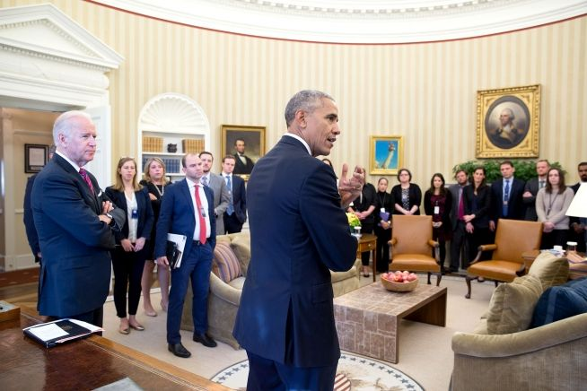 President Obama speaks with staff in the Oval Office, Nov. 9, 2016. (White House Photo by Pete Souza)