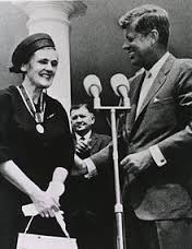 Frances O. Kelsey receives medal from President Kennedy FDA photo