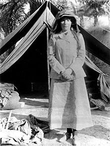 Gertrude Bell in Babylon in 1909 (photo via Wikimedia)