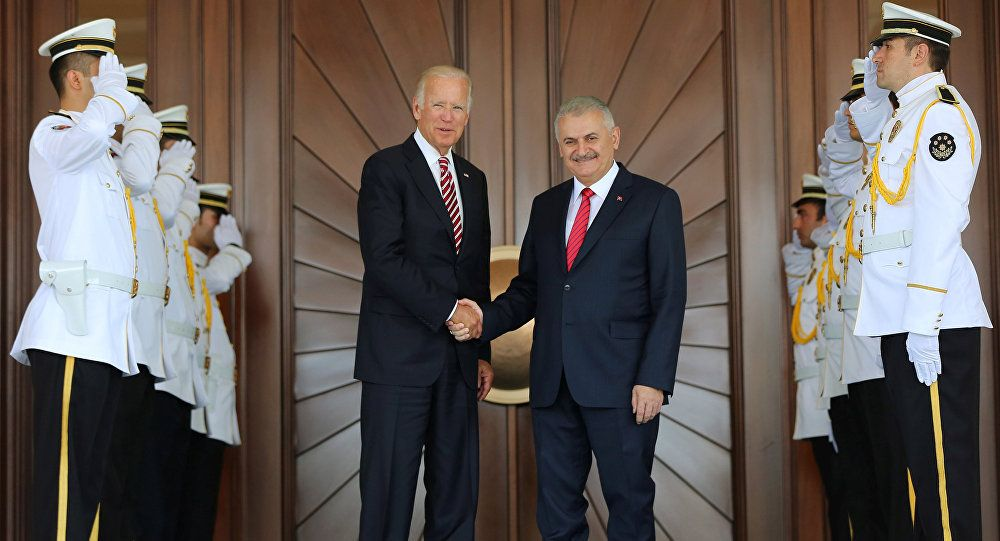 Vice President Joe Biden and Turkish Premier Binali Yildirim meet in Turkey, Aug. 24, 2016 (Turkish prime minister's press office via Reuters)