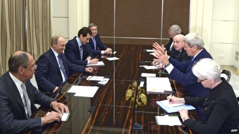 Secretary of State John Kerry meets with Russian Prime Minister Vladimir Putin with their teams at Sochi, May 12, 2015 AFP