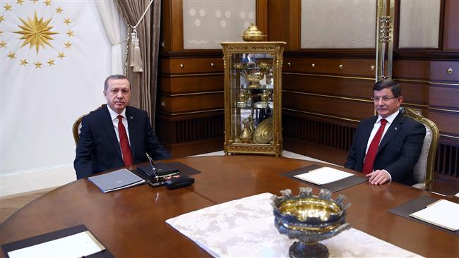 Recep Tayyip Erdogan (L) meets with PM Ahmet Davutoglu Nov. 24, 2015 AFP