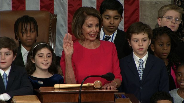 nancy pelosi swearing in wgn screenshot jan 3 2018